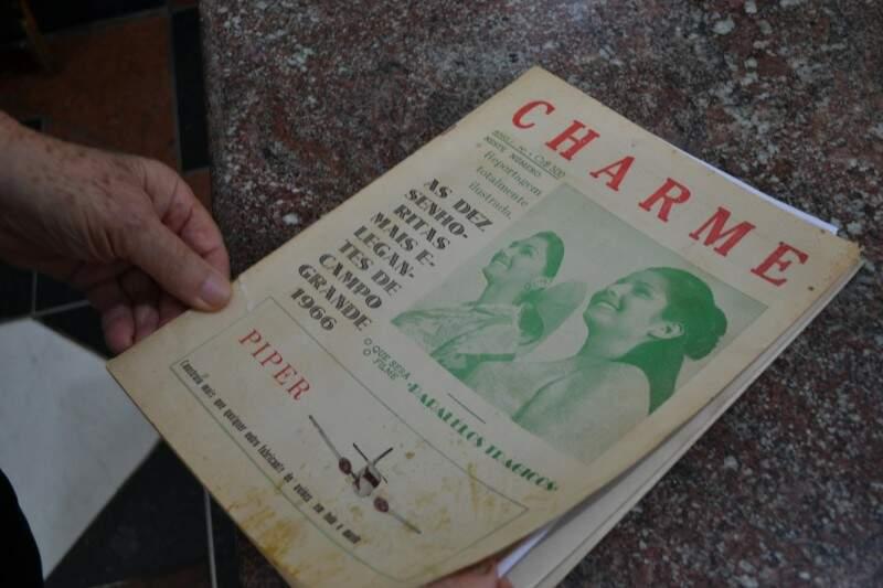 """Revista """"Charme"""" trouxe artigo sobre filme  (Foto: Naiane Mesquita/Reprodução arquivo pessoal Abboud Lahdo)"""