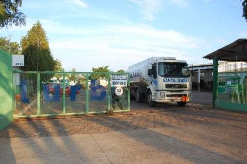 Empresa não paga caminhões e para coleta de lixo, denuncia sindicato