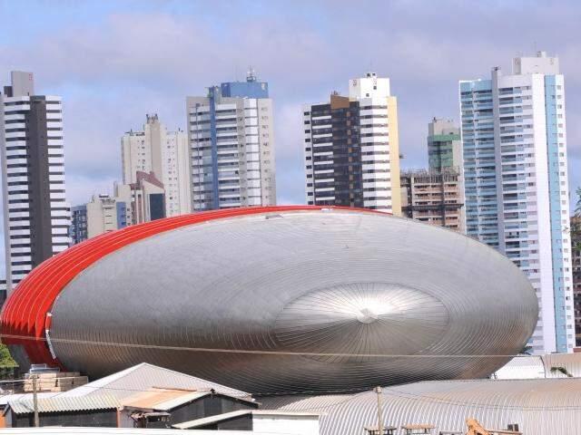 Aquário é construído nos altos da avenida Afonso Pena. (Foto: Alcides Neto)