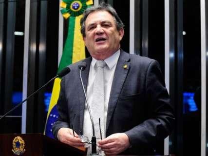 """Dilma """"empurrou"""" dívidas e não foi transparente, frisa Moka no Senado"""