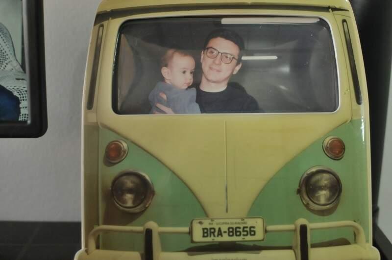 Pai e filho, quando Ian ainda era bebê.