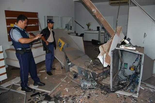 Caixa eletrônico na Vila Nova Bandeirantes foi alvo de bandidos no dia dia 30 de janeiro. (Foto: Fernando da Mata)
