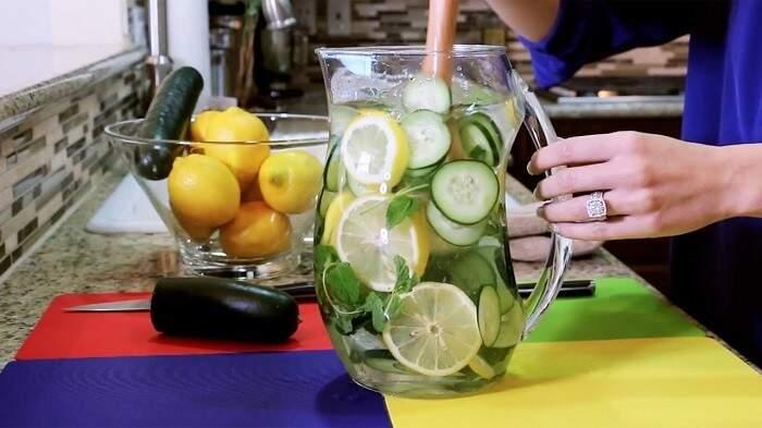 Águas aromatizadas podem ser uma saída para cumprir a meta de 2 litros por dia
