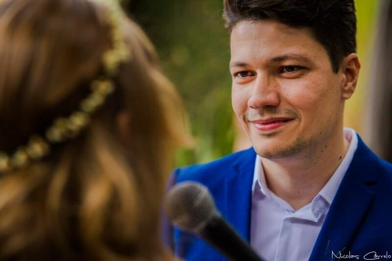Rodrigo, o noivo, conheceu Dani quando ajudava André na cadeira de rodas. (Foto: Nicolas Carrelo)