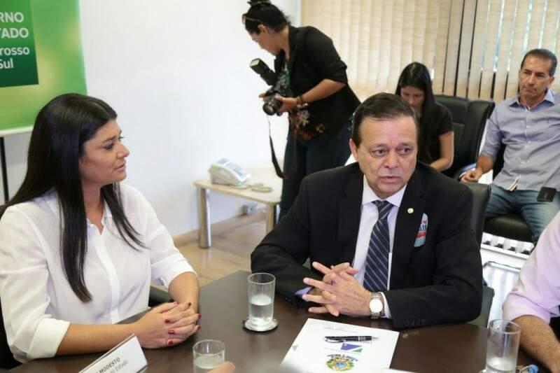 Deputado Jovair Arantes ao lado da governadora em exercício Rose Modesto (Foto: Fernando Antunes)