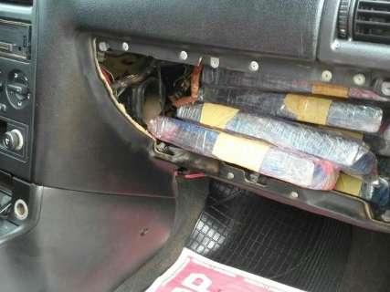 Astra interceptado pela PRF tinha tabletes de maconha até no painel