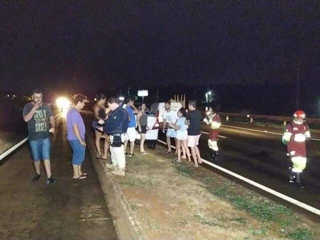 Local onde entregador de pizza foi atropelado na noite de ontem; dois motoristas foram presos (Foto: Adilson Domingos)