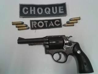 Arma foi apreendida juntamente com adolescente. Foto: Divulgação