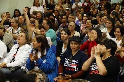 Em greve, escolas municipais iniciam reposição e mantêm férias de julho