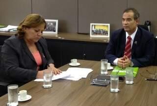 Reitora e presidente da Ebserh assinaram contrato ontem. (Foto: Ascom/Ebserh)