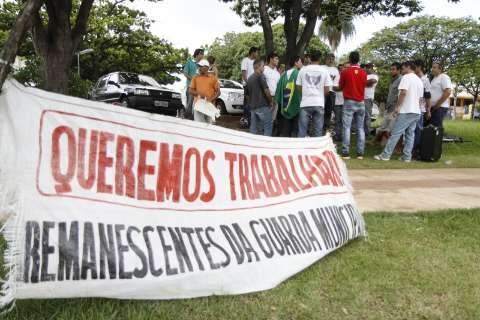 Remanescentes da guarda acampam na Afonso Pena e esperam posição da prefeitura