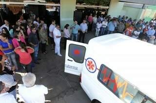 Ambulância foi entregue hoje à prefeitura. (Foto: Marco Miatelo)