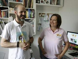 """Criadores do estúdio móvel """"Seu Pet Star"""", Felipe e Célia, apaixonados por bichos. (Foto: Cleber Gellio)"""