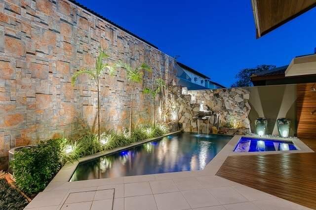 Cores da piscina e hidro também vão mudando conforme gosto dos donos. (Foto: Fellipe Lima)
