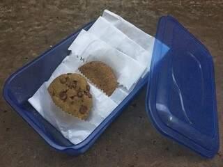 Os biscoitos têm duas versões: o vegano, de canela, e um de chocolate, que ainda não foi adaptado. (Foto: Arquivo Pessoal)