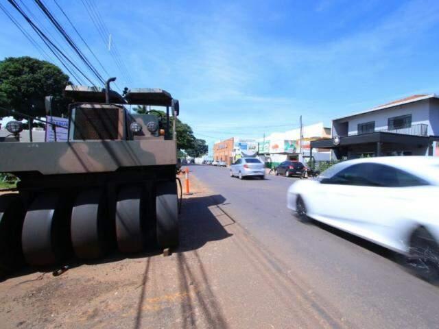 Máquinas permanecem paradas ao longo da rua Brilhante (Foto: André Bittar)