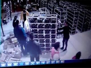 Empresa anexou fotos com retirada de máquinas no Paraguai