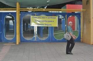 Algumas escolas estão fechadas por causa da greve dos professores (Foto: Marcelo Calazans)