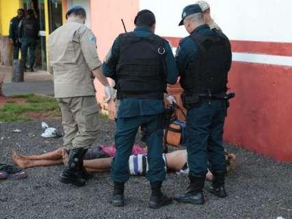 Garotos são detidos e espancados por moradores ao tentar roubar tabacaria