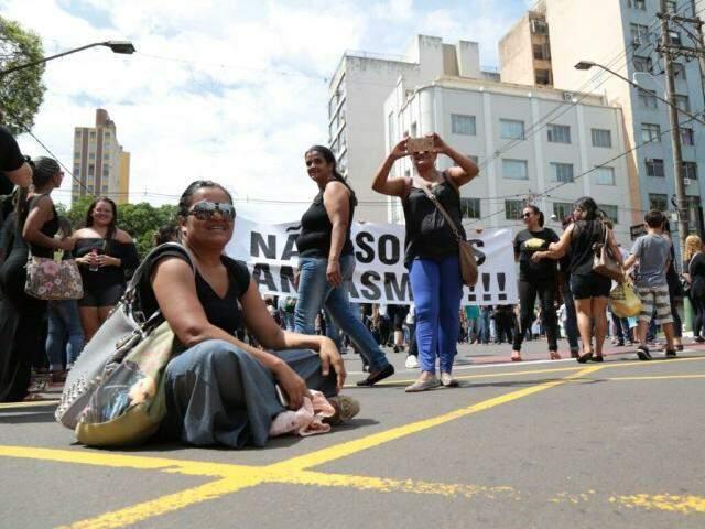Demitidos das entidades foram às ruas protestar. (Foto: Fernando Antunes)