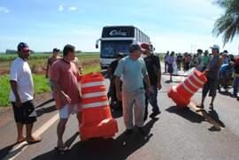 Grupo bloqueou estrada na manhã de hoje. (Dourados News)