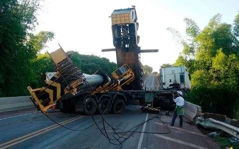 CCR contrata dois guindastes para liberar trecho da BR-163 ainda hoje