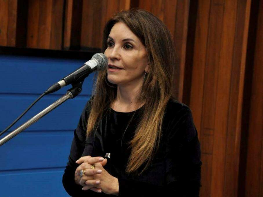 Antonieta Amorim, do MDB, em discurso na Assembleia. (Foto: Luciana Nassar/ALMS).