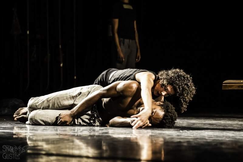 Espetáculo fala das desigualdades, inspirado nas obras de Eduardo Galeano. (Foto: Shaiene Giusti)