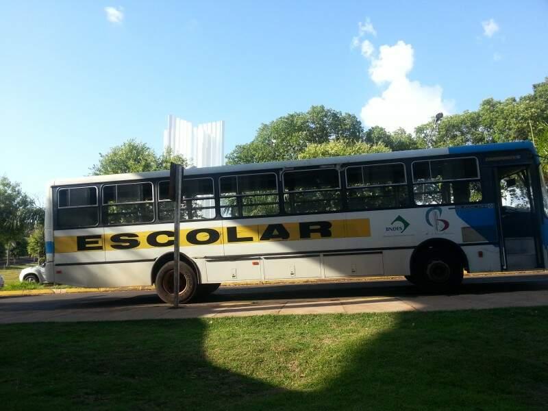 UFMS implantou linha de ônibus interna para evitar que estudantes percorram distâncias sozinhos e à pé (Foto: Zana Zaidan)