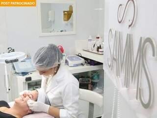 Sessão de limpeza de pele no Studio SAMMS é tratamento completo de beleza.(Foto: Marcos Ermínio)