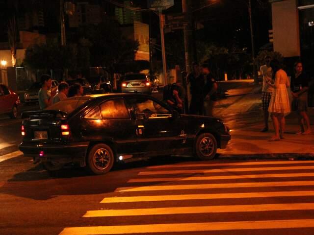 Carro atingido foi parar a 15 metros do local do acidente.