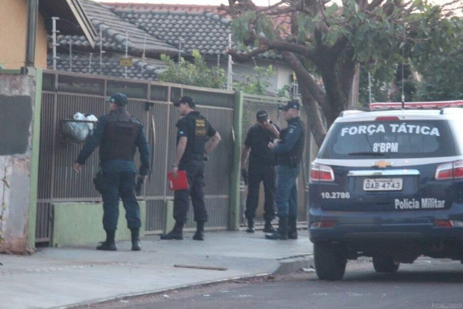 Equipes da Polícia Militar, do Gaeco e da Polícia Civil foram as ruas de Nova Andradina na manhã de segunda-feira (Foto: Jornal da Nova)