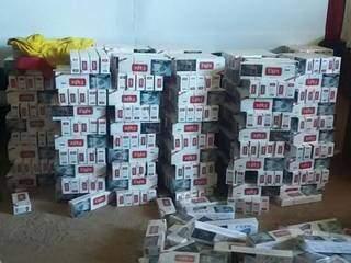 Caixas de cigarro em galpão no bairro Universitário. (Foto: Divulgação PMMS).
