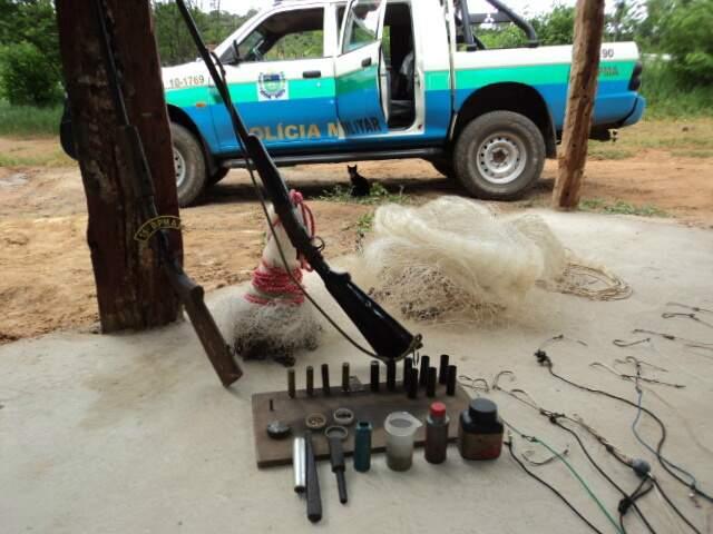 Petrechos foram encontrados em pesqueiro (Foto: Divulgação PMA)