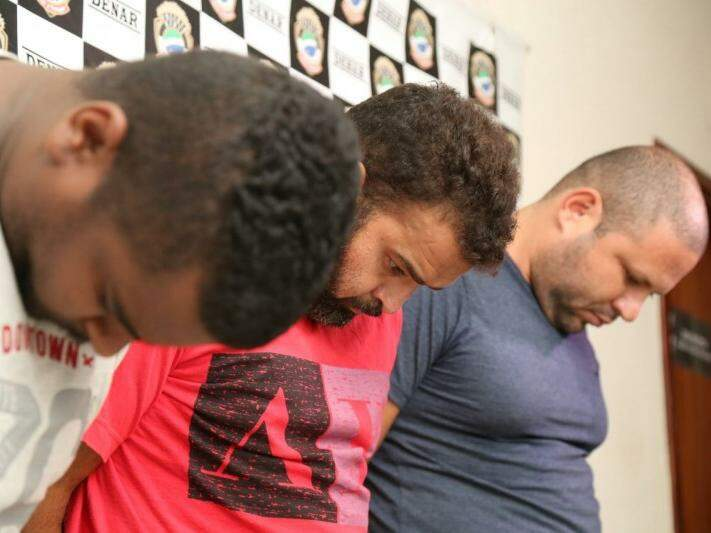 Gilliad Pereira Magalhães, 32 anos, Emerson Malta Ferreira, 38 anos, e Elias batista de Sá, 34 anos, presos por tráfico de drogas. (Foto: Marcos Ermínio)
