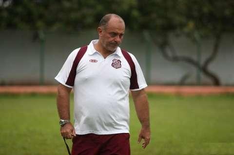 """Andarilho do futebol, Carlos Rabello vem para ser """"professor"""" no Operário"""