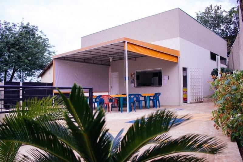 Colégio tem estrutura para o aluno dedicar o dia aos estudos.