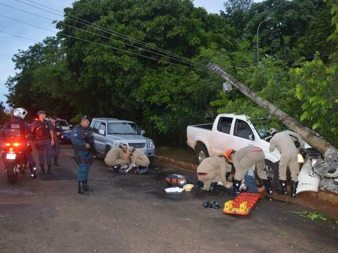Condutor de caminhonete morreu e dois ficaram feridos após tiros e perseguição na Ernesto Geisel. (Foto: Simão Nogueira)