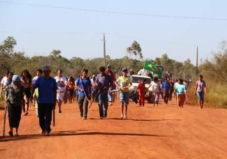 Índios mantêm ocupações três semanas após conflito e morte
