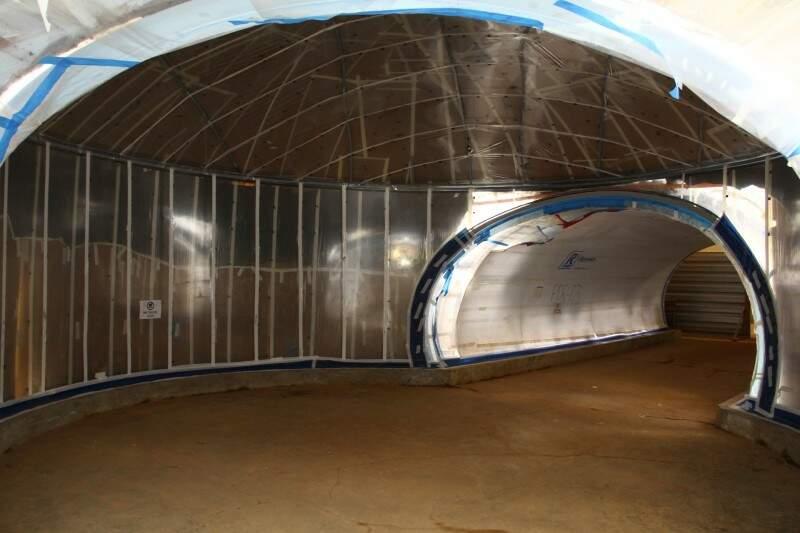 Túnel com aquário panorâmico, onde visitante se sentirá como em um mergulho (Foto: Marcos Ermínio)