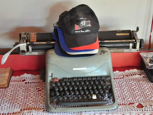 A máquina de escrever decora a pequena casa no Cabreúva.