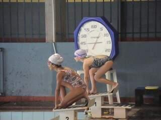 Nadadores de MS na piscina durante competição estadual (Foto: Paulo Francis/Arquivo)