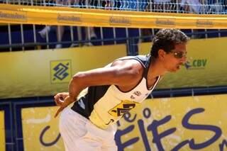Benjamin Insfran, de Porto Murtinho, é destaque do vôlei de praia nacional no Parque das Nações Indígenas em Campo Grande (Foto: CBV)