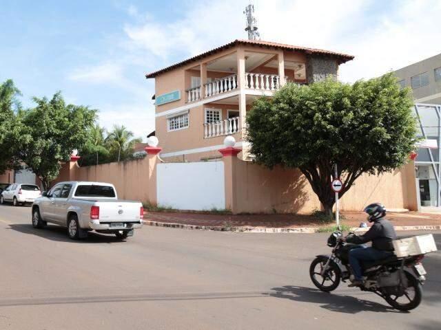 Frente da mansão que passa a ser sede do Comercial (Foto: Fernando Antunes)