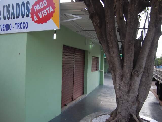 Duas pessoas ficaram feridas após tiroteiro em loja no Jardim Tijuca. (Foto: Marlon Ganassin)