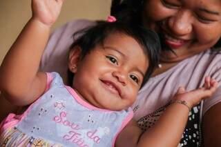 Sorridente, Deise é criada pela tia Lindinalva. (Foto: Fernando Antunes)