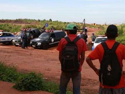 Catadores bloqueiam BR-163 em protesto contra interdição de aterro