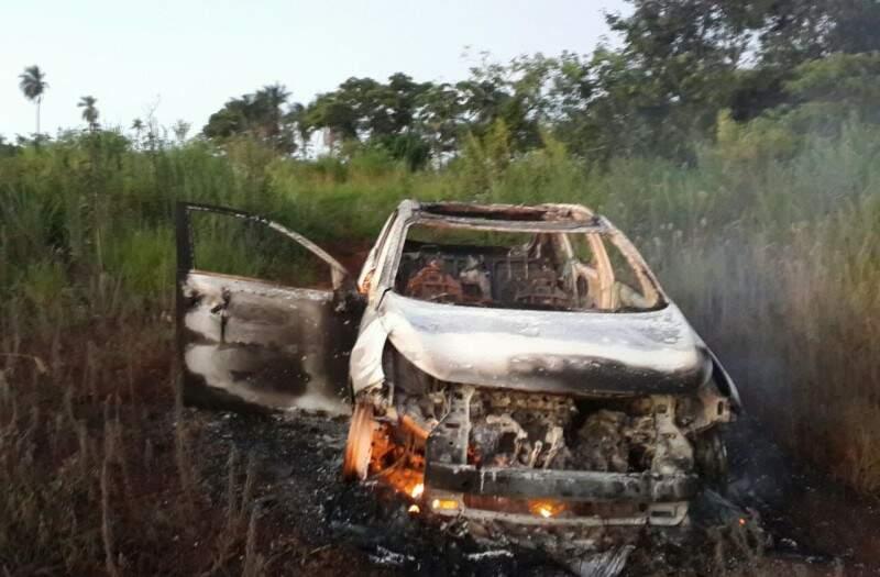 Kia Sportage usado na execução de traficante, foi encontrado incendiado. (Foto: Porã News)