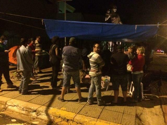 Barracas foram instaladas em frente ao Fórum pelos manifestantes (Foto: Direto das Ruas)