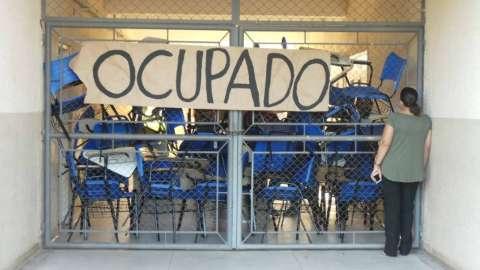 Estudantes ampliam protesto e invadem campus 1 de universidade